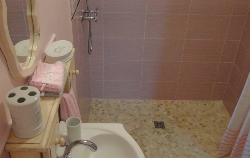 Location de vacances - Chambre d'hôtes à Andilly - La salle d'eau de la chambre La Rochelle Romantique