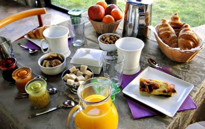 Location de vacances - Chambre d'hôtes à Andilly - Un copieux petit déjeuner maison
