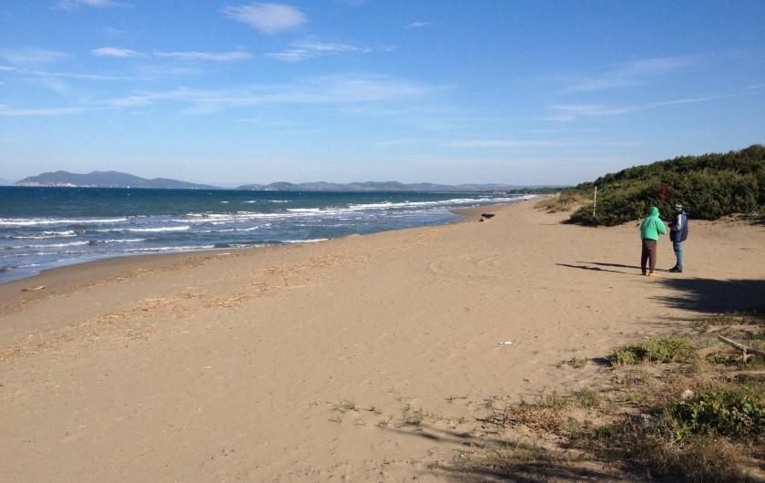 Location de vacances - Villa à Albinia - vue sur la mer depuis le jardin (coté de Talamone)