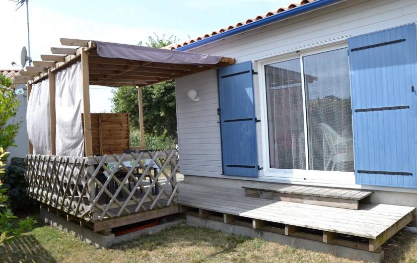 Location de vacances - Gîte à Brem-sur-Mer - terrasse, jardin