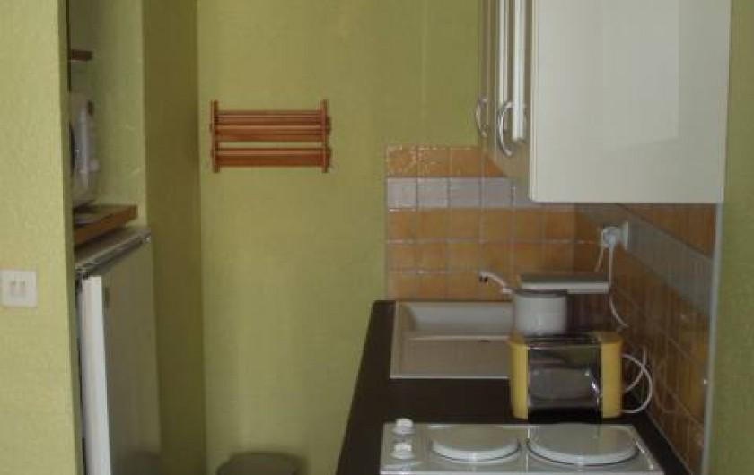 Location de vacances - Appartement à Le Barcarès - le coin cuisine vue 2