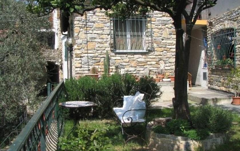 Location de vacances - Gîte à Villa Faraldi - Jardin (fenêtre sejour Luciana 3)