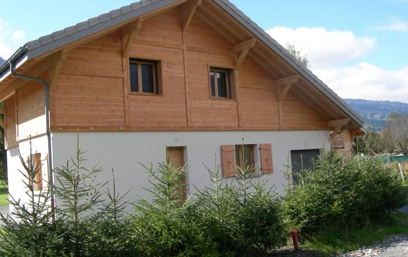Location de vacances - Chalet à Samoëns - Le chalet, l'été, façade nord