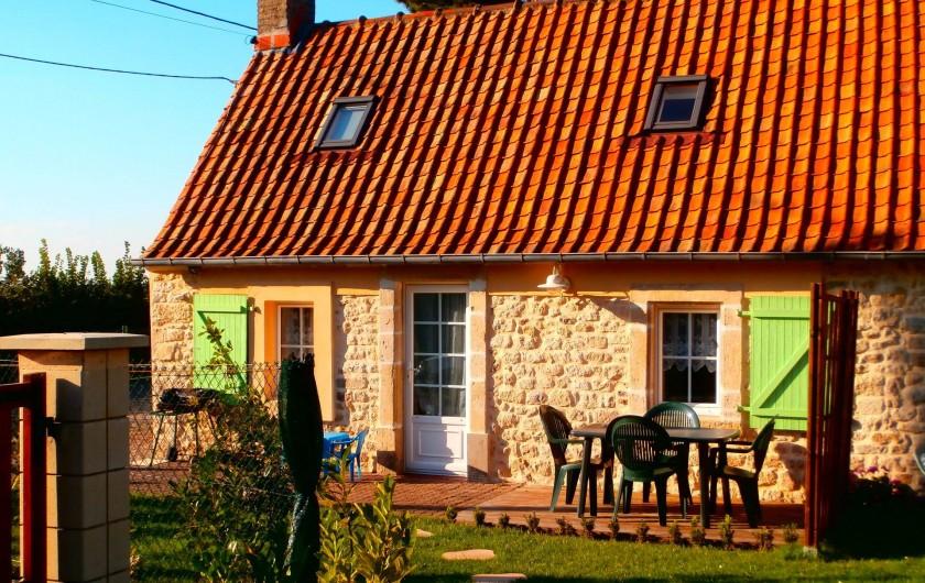 Location de vacances - Gîte à Beuvrequen - La maison n°1 son coin pelouse et sa terrasse