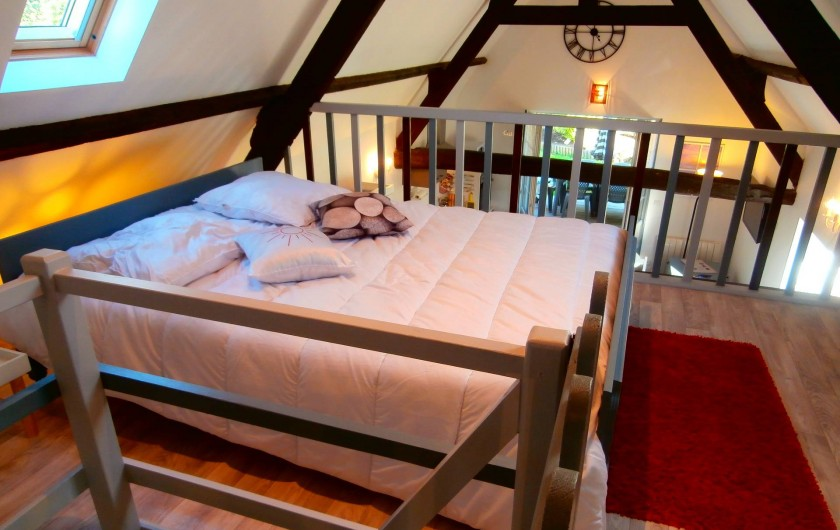 Location de vacances - Gîte à Beuvrequen - Le haut avec la chambre 2 et son lit 2 personnes