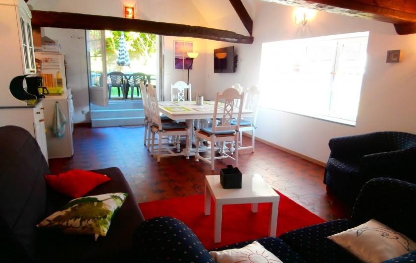 Location de vacances - Gîte à Beuvrequen - Le coin salon avec télévision et accès internet