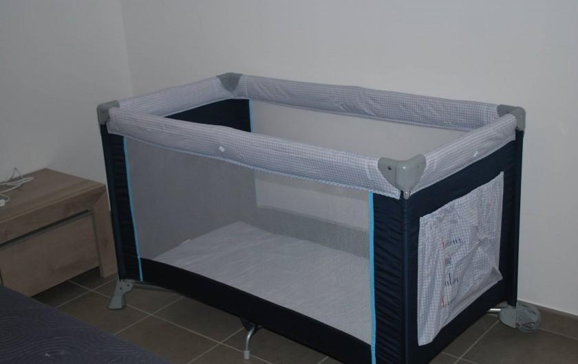 Location de vacances - Appartement à Oletta - lit bébé