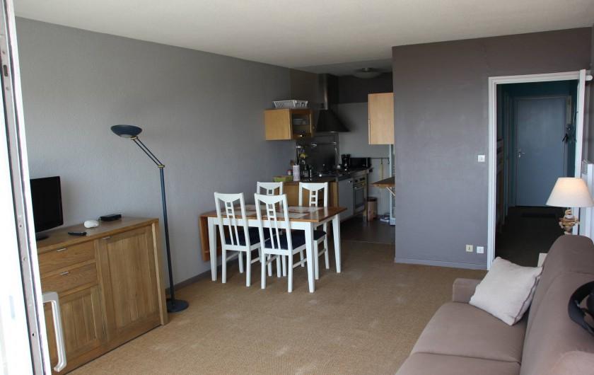 Location de vacances - Studio à Hardelot-Plage - pièce de vie avec télévision HD, canapé-lit Rapido de marque DIVA