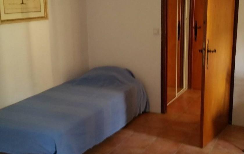 Location de vacances - Maison - Villa à Cornillon - chambre 2 (étage), lit 1 personne