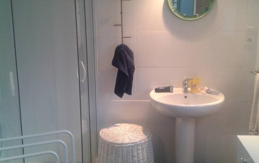 Location de vacances - Maison - Villa à Cornillon - salle de bain rez de chaussée, avec WC