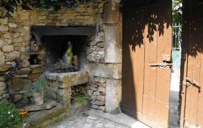 Location de vacances - Maison - Villa à Cornillon - cour intérieure, entrée par le portail