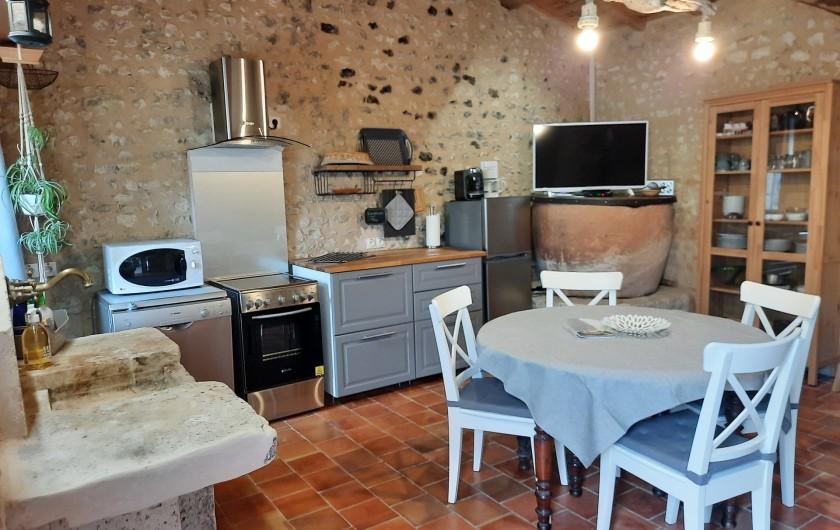 Location de vacances - Gîte à Vanzac - Espace cuisine / salon