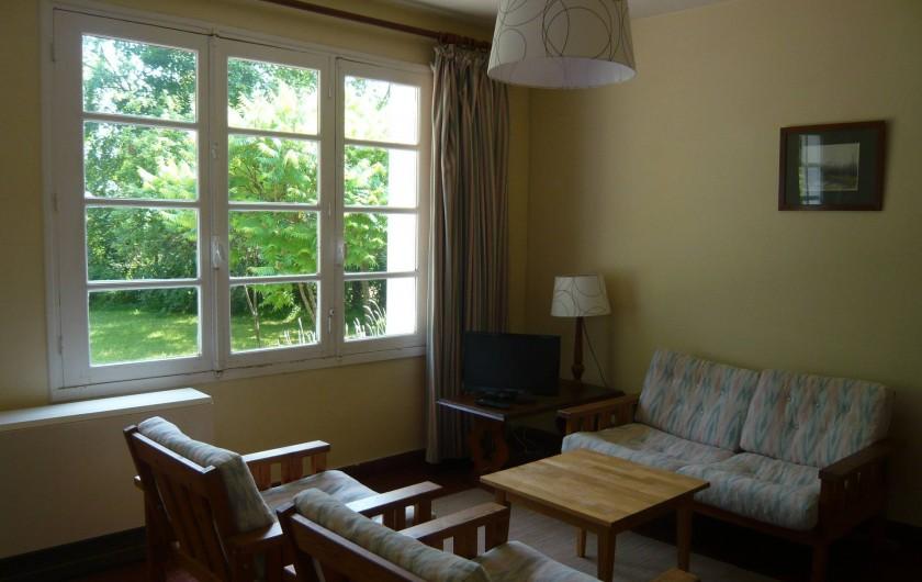 Location de vacances - Gîte à Azay-le-Rideau - coin salon TV lecteur DVD et wifi