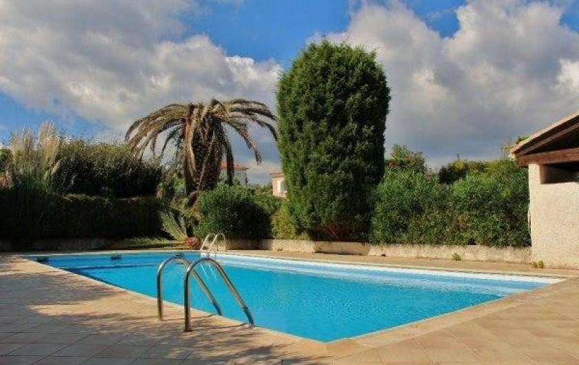 Location de vacances - Villa à Sainte-Maxime - la piscine de la résidence