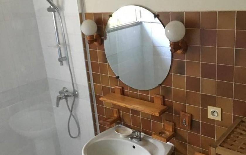 Location de vacances - Villa à Sainte-Maxime - la salle de douche