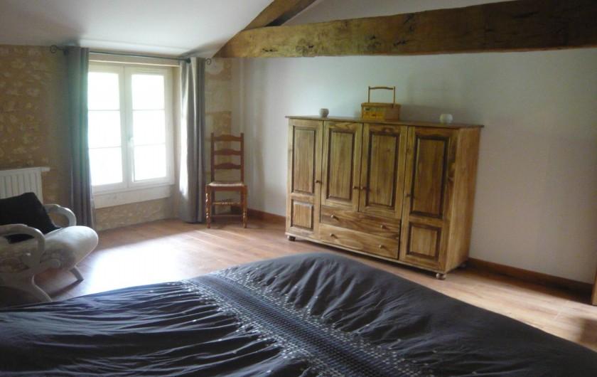 Location de vacances - Gîte à Saint-Aulaye - Chambre à l'étage 1 lit double (160 x 200)