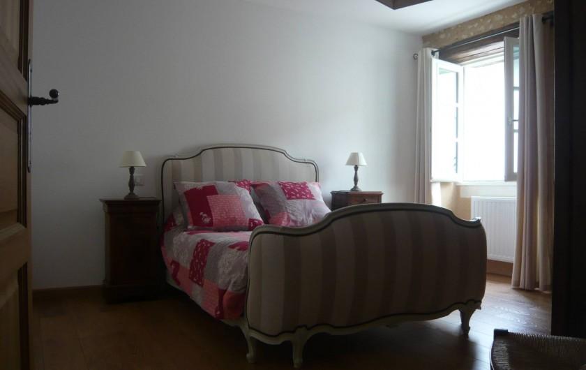 Location de vacances - Gîte à Saint-Aulaye - Chambre au rez-de chaussée, un lit double (140 x190)