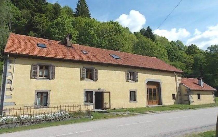 Location de vacances - Gîte à Rochesson - Entrée Bistrot et façade des 3 gites