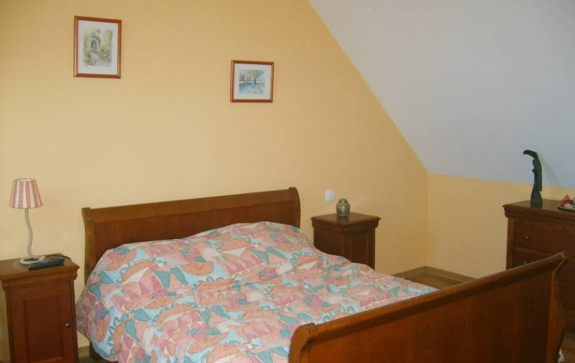 Location de vacances - Gîte à Calanhel - Chambre parentale avec lit bébé