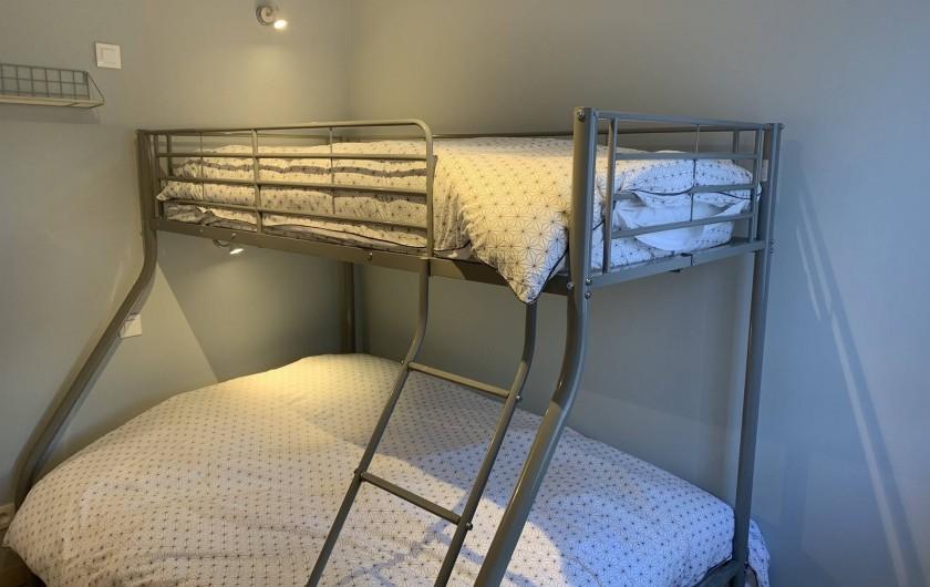 Location de vacances - Appartement à Labaroche - la seconde chambre avec un lit double en bas et un lit simple en haut