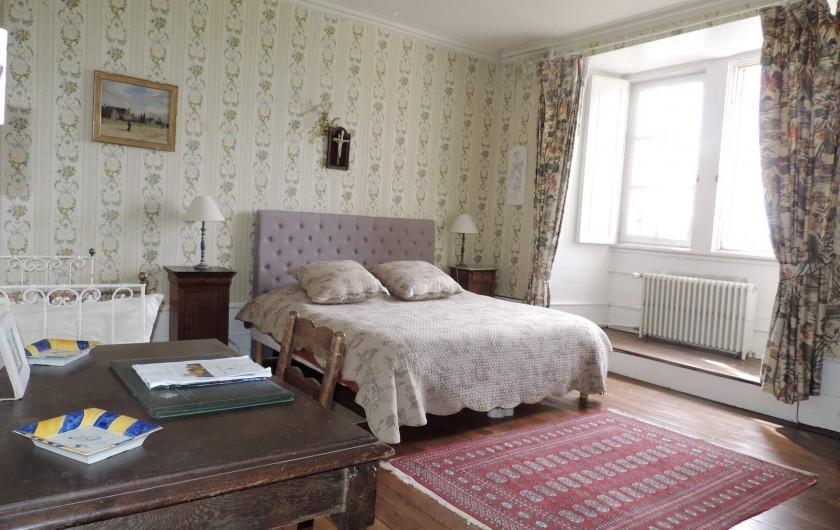 Location de vacances - Château - Manoir à Montreuil-Bonnin - chambre des paons