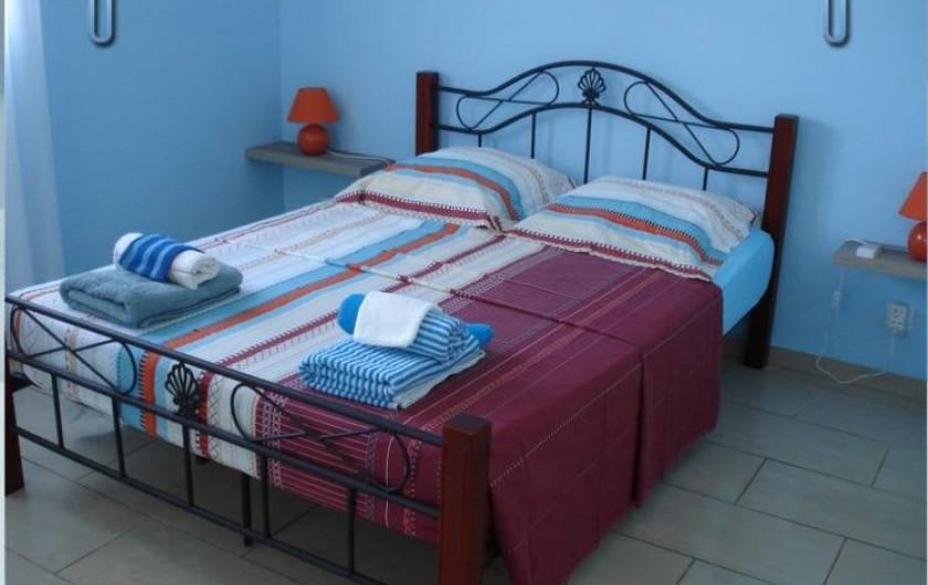 Location de vacances - Villa à Deshaies - la chambre caraïbe