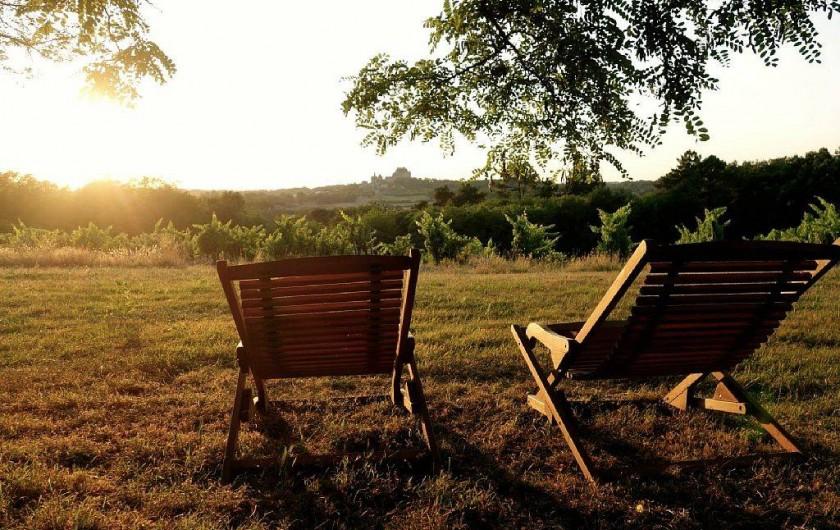 Location de vacances - Gîte à Biron - Une vue panoramique sur le village et le château