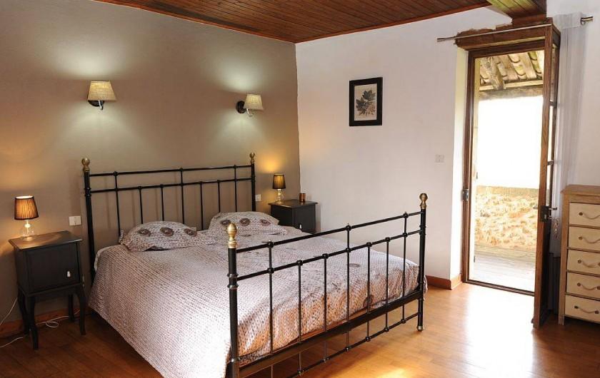 Location de vacances - Gîte à Biron - le calme mais l'automne sur la terrasse on peut entendre le brame du Cerf