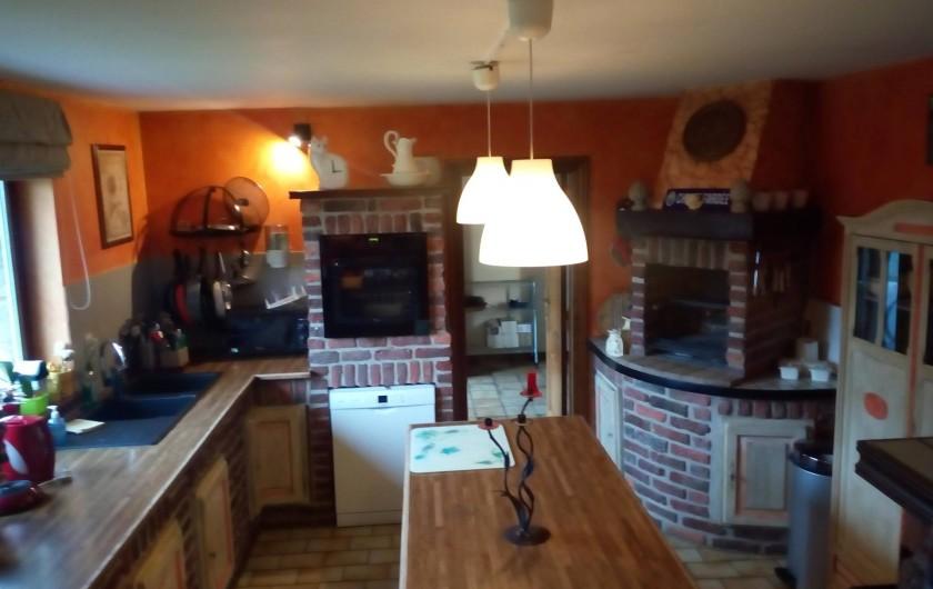 Location de vacances - Villa à Achet - Cuisine équipée avec BBQ intérieur
