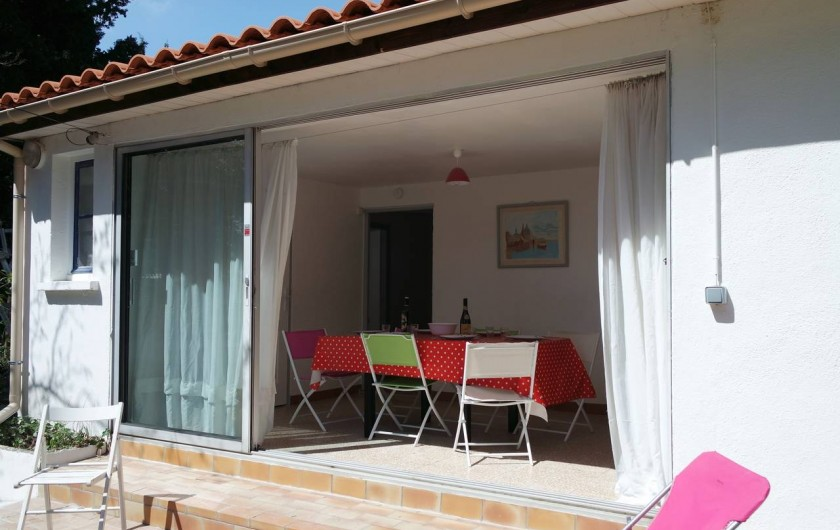 Location de vacances - Villa à Argelès-sur-Mer - Salle à manger baie ouverte