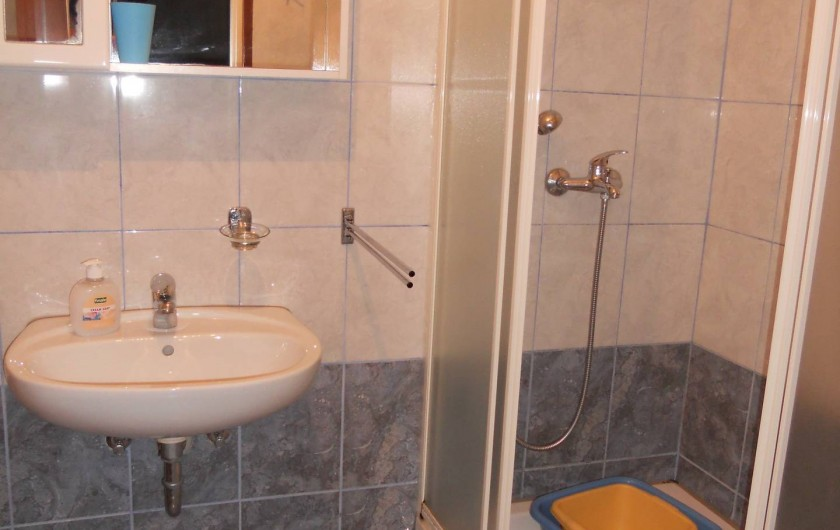 Location de vacances - Appartement à Veli Rat - La sale de bain APT1