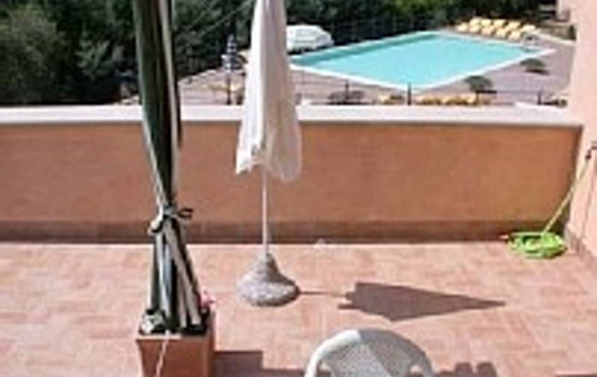 Location de vacances - Appartement à Guardistallo - Terrasse - Vue sur la piscine