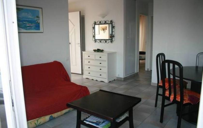 Location de vacances - Appartement à Saint-Aygulf - Salon/Salle à manger