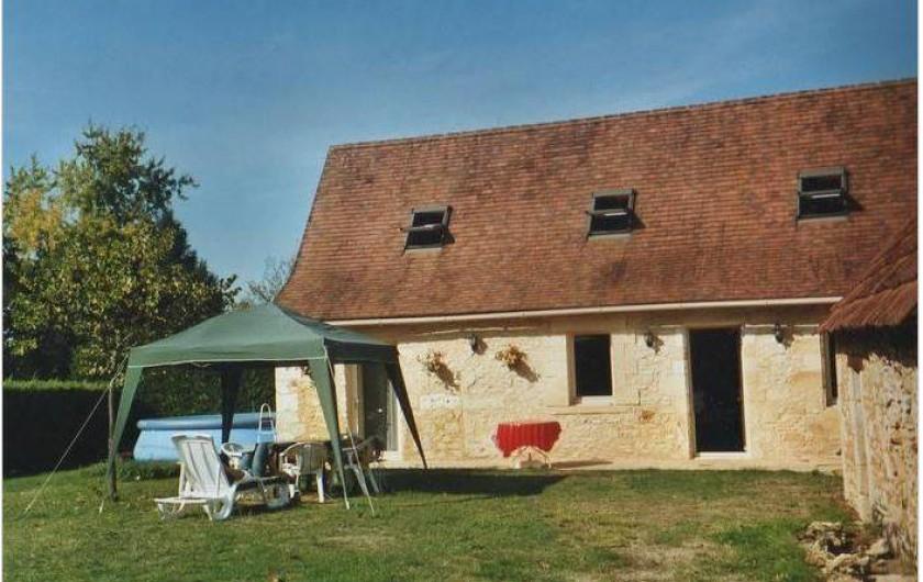 Location de vacances - Gîte à Saint-Cyprien - façade de la maison en arrivant