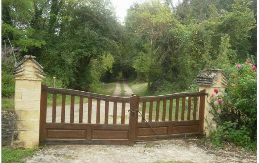 Location de vacances - Gîte à Saint-Cyprien - portail d'entrée