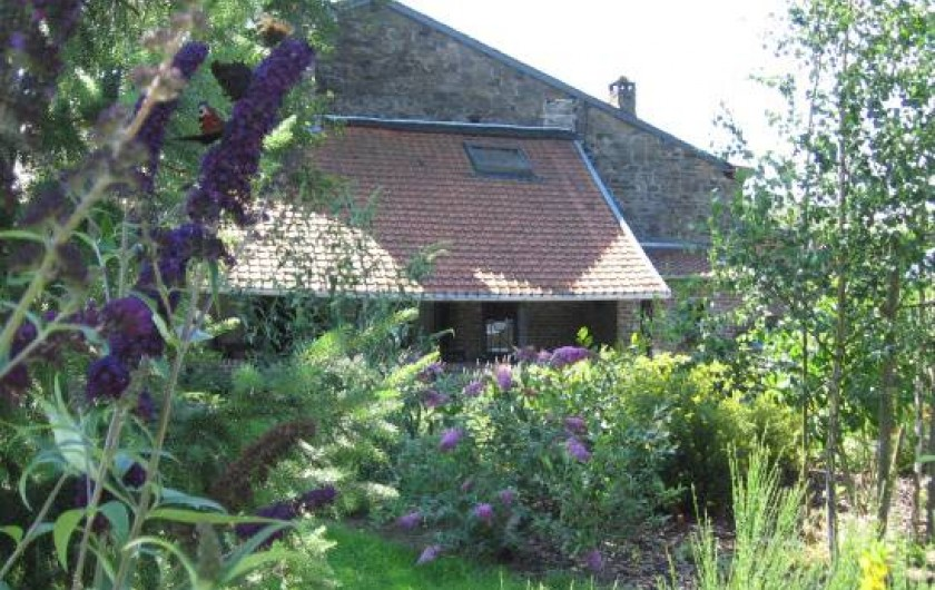 Location de vacances - Gîte à Xhierfomont - Floraison devant l'auvent. Au Vieux Noyer