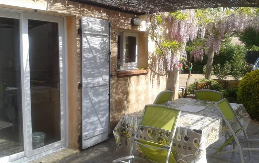 Location de vacances - Appartement à Mimet - Coté terrasse