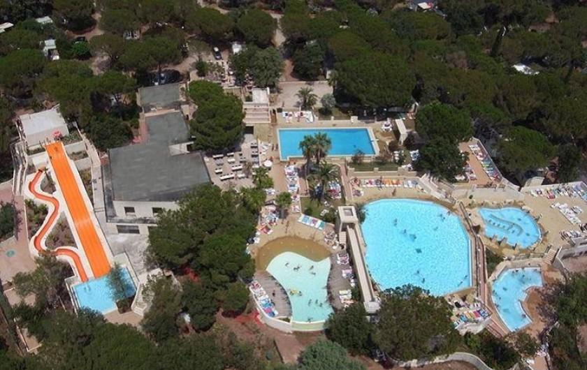 """Location de vacances - Bungalow - Mobilhome à Le Muy - Et la vue d'ensemble """"officielle"""" des piscines"""