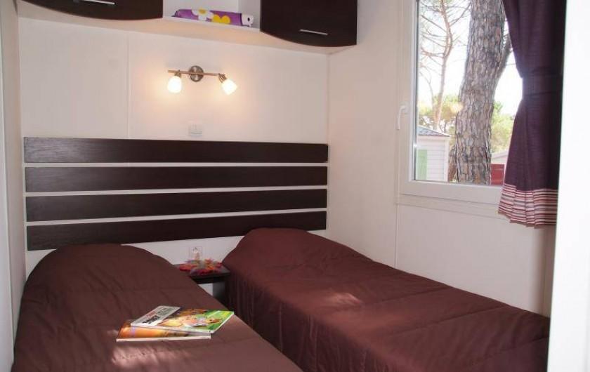 """Location de vacances - Bungalow - Mobilhome à Le Muy - Chambre """"2 lits"""" (vue extérieure modifiée depuis lors )"""