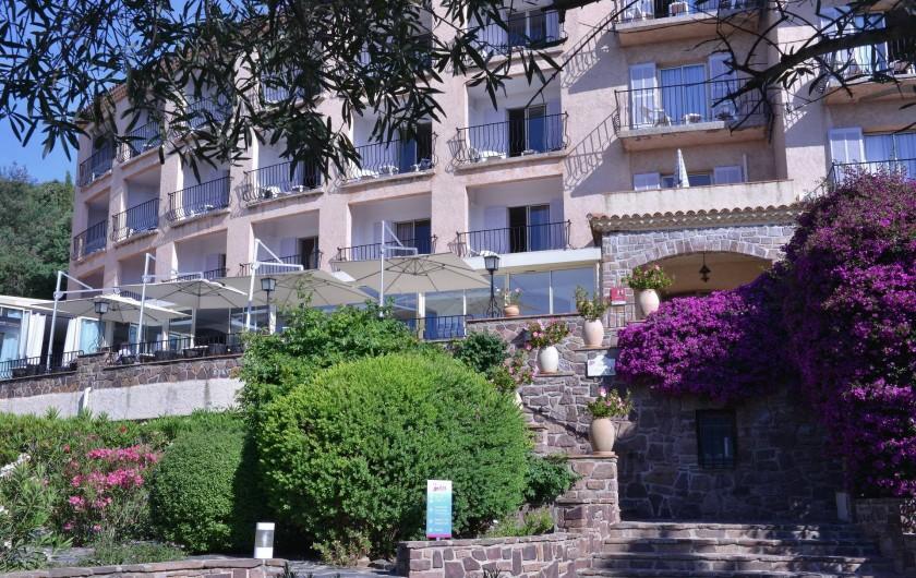 Location de vacances - Chambre d'hôtes à Cavalaire-sur-Mer - Charmante et élégante bâtisse.