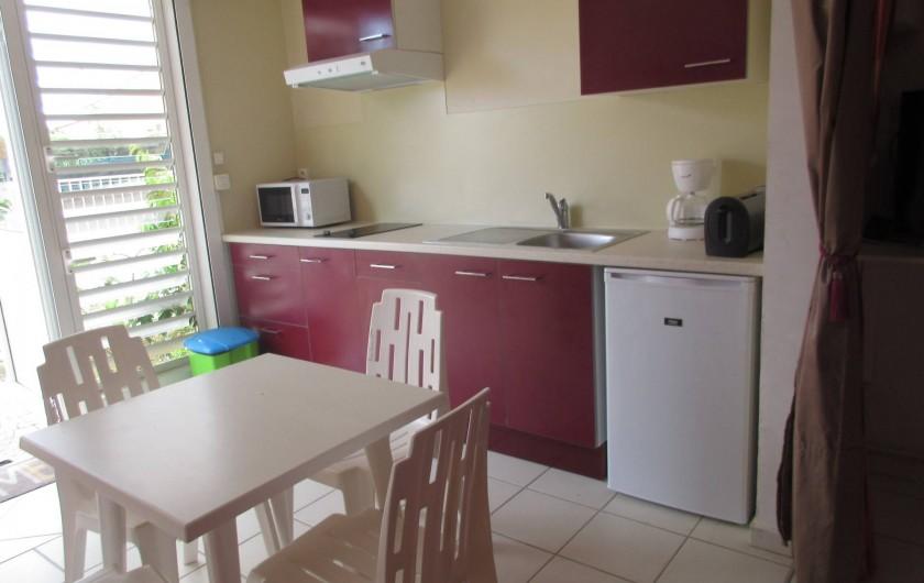 Location de vacances - Studio à Le Gosier - Réfrigérateur - micro-onde - cafetière - grille pain - plaque de cuisson