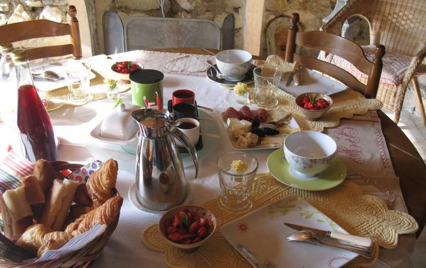 Location de vacances - Chambre d'hôtes à Marsanne - le petit déjeuner