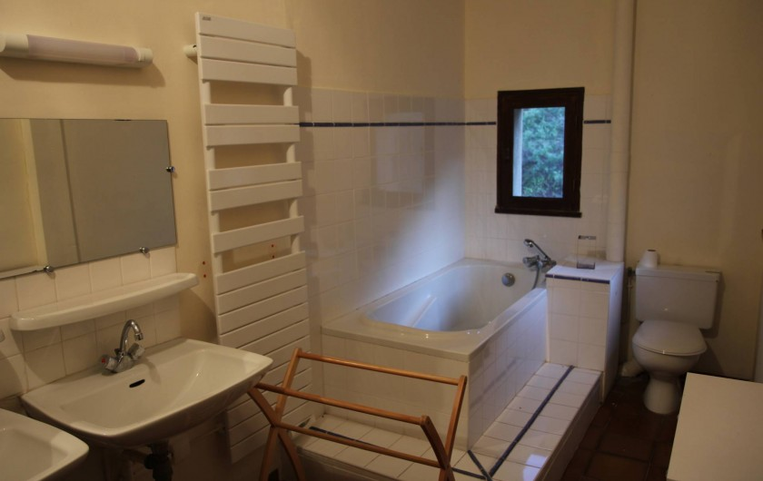 Location de vacances - Mas à Veaux - Salle de bain avec baignoire