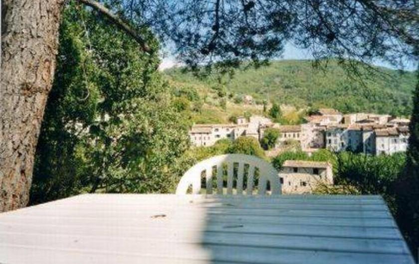 Location de vacances - Villa à Montferrat - vue sur le village