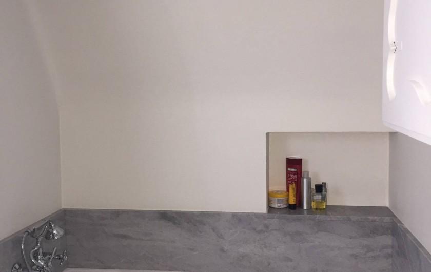 Location de vacances - Chalet à Megève - Salle de bain du haut avec sa baignoire
