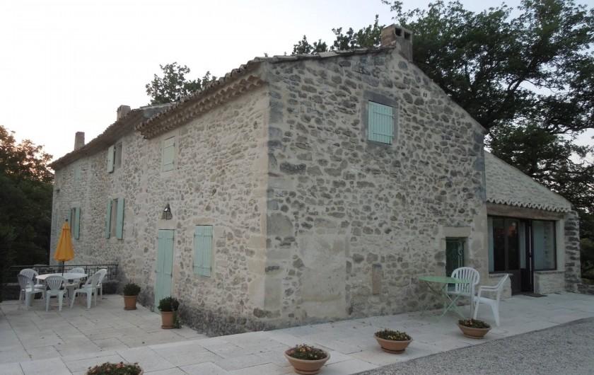 Location de vacances - Mas à Chantemerle-lès-Grignan - façade est