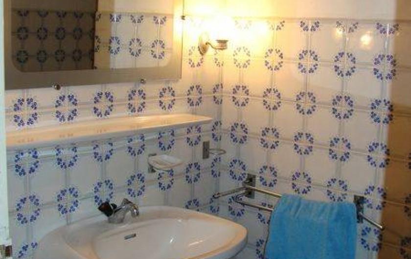 Location de vacances - Gîte à Sillas - Salle de douche