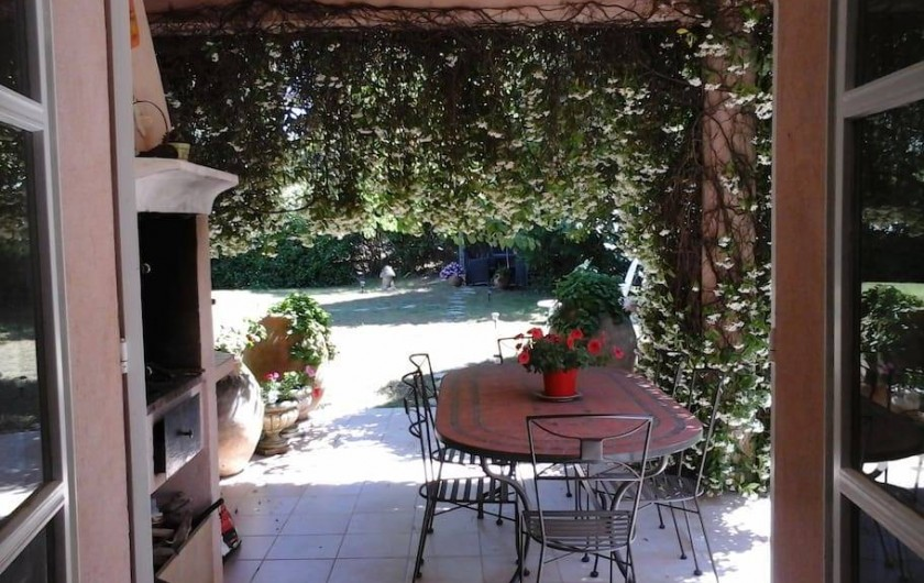 Location de vacances - Chambre d'hôtes à Mougins - Barbecue.