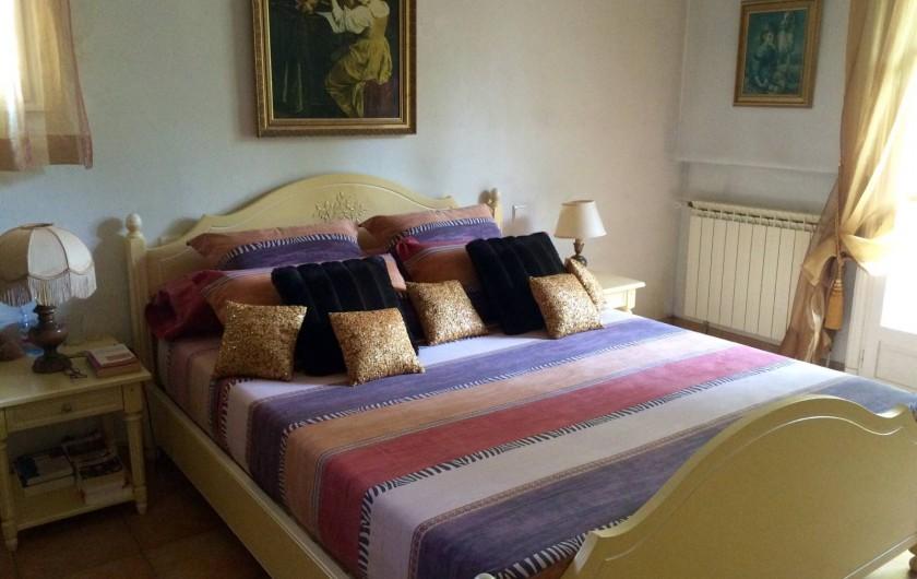 Location de vacances - Chambre d'hôtes à Mougins - Chambre deux couchages, penderie.