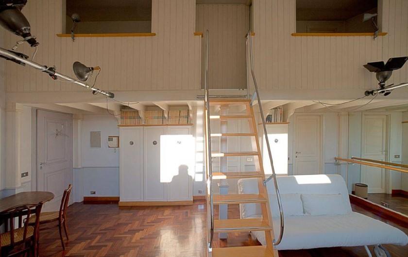 Location de vacances - Studio à Rione III Colonna - vue générale - escalier vers les chambres